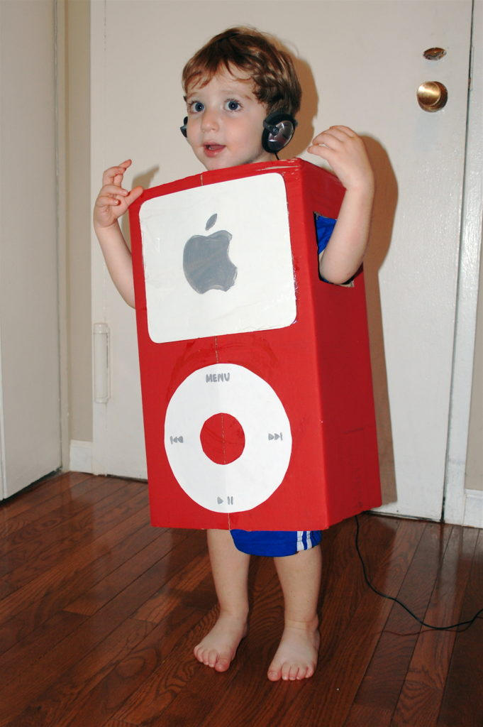 Diy halloween costumes from cardboard moving boxes for Cardboard halloween decorations diy